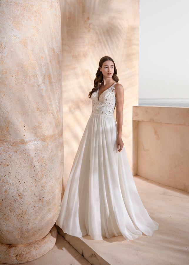 https://www.modeca.com/uploads/Collections/2020-Papillon/le-papillon-by-modeca_2020_haya_weddingdress_chiffon_lace_aline_beading_front.jpg