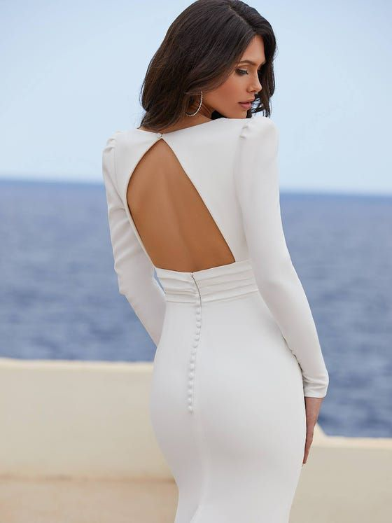 https://www.pronovias.com/media/catalog/product/a/d/adrienne_db.jpg?quality=80&bg-color=255,255,255&fit=bounds&height=747&width=560&canvas=560:747