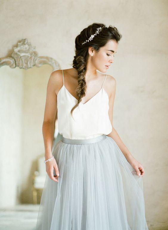 https://the-bride.ru/wp-content/uploads/2016/03/top-15-trendov-v-fasonah-svadebnyh-platiev-dvuhslojnaja-ubka-3.jpg