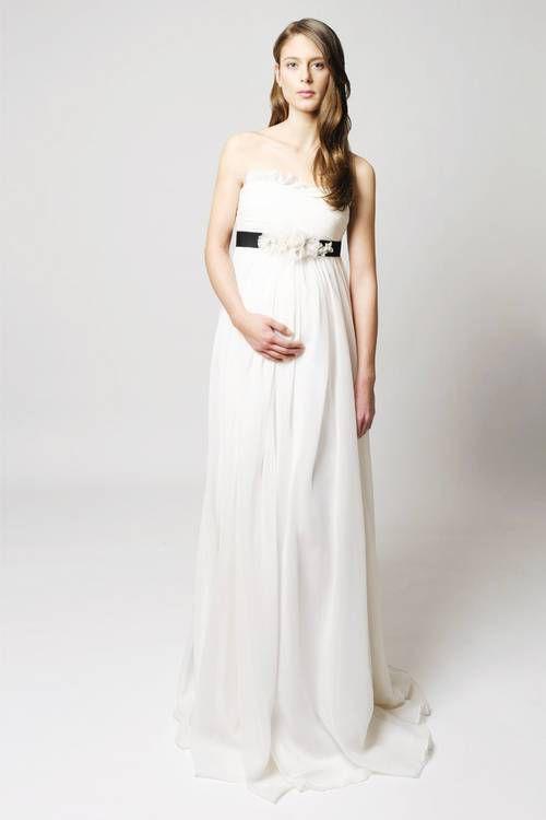 https://cdn.cliqueinc.com/posts/249895/best-maternity-wedding-dresses-249895-1530792838047-image.500x0c.jpg?interlace=true&quality=70