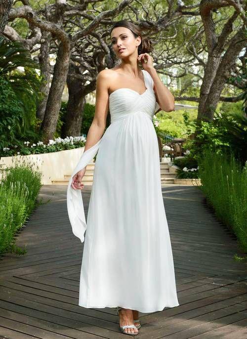 https://cdn.cliqueinc.com/posts/249895/best-maternity-wedding-dresses-249895-1518977340315-image.500x0c.jpg?interlace=true&quality=70