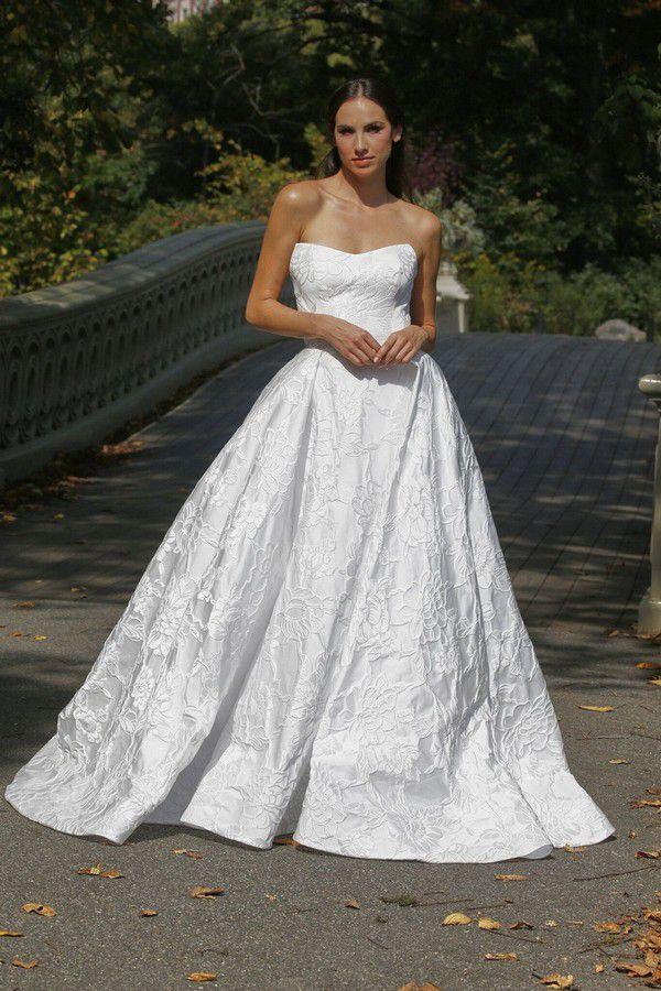 https://imagesawe.s3.amazonaws.com/articles/2020/10/gracy_accad_fall_2021_wedding_dresses_4.jpg