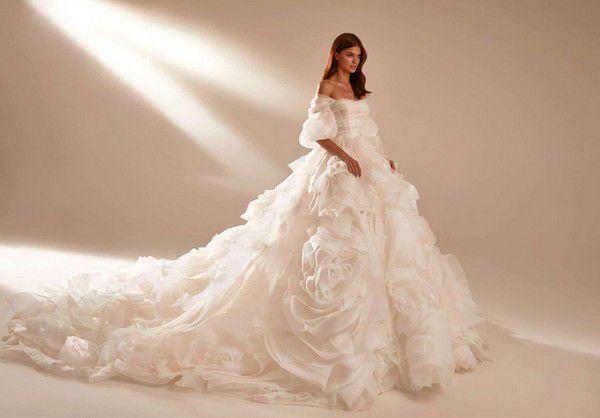 https://www.modernwedding.com.au/wp-content/uploads/2021/01/11/Wedding-Ballgown-5.jpg