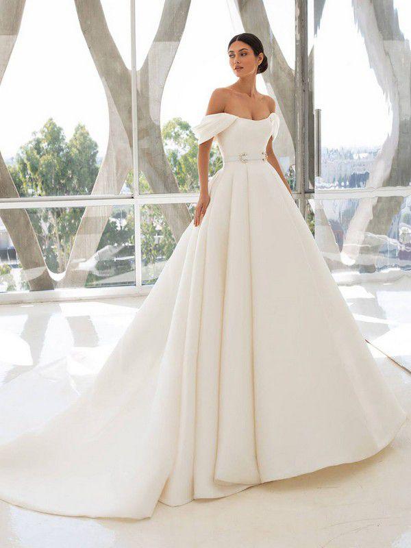 https://www.modernwedding.com.au/wp-content/uploads/2021/01/12/Wedding-Ballgown-9-1.jpg