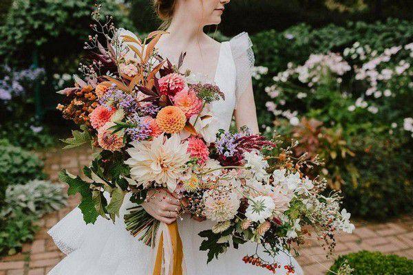 https://cdn0.weddingwire.com/articles/images/9/9/7/7/img_7799/0-bethany-michaela-photography-fall-wedding-bouquets.jpg