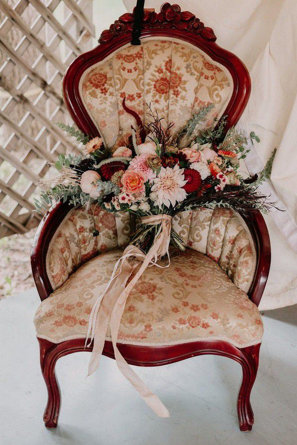 https://cdn0.weddingwire.com/articles/images/7/1/8/7/img_7817/10-root-gather-events-june-cochran-fall-wedding-bouquets.jpg