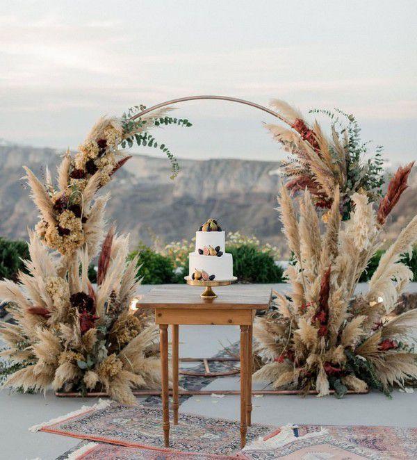 https://www.elegantweddinginvites.com/wedding-blog/wp-content/uploads/2020/03/wreath-wedding-weremony-arch-with-bohemain-pampas-grass.jpg