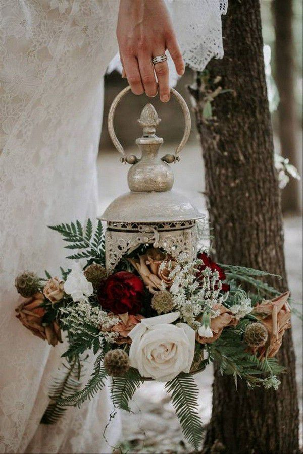 https://cdn0.weddingwire.com/img_g/editorial-images-2019/6-june/sam/fall-wedding-bouquets/10-breanna-white-photography-fall-wedding-bouquets.jpg