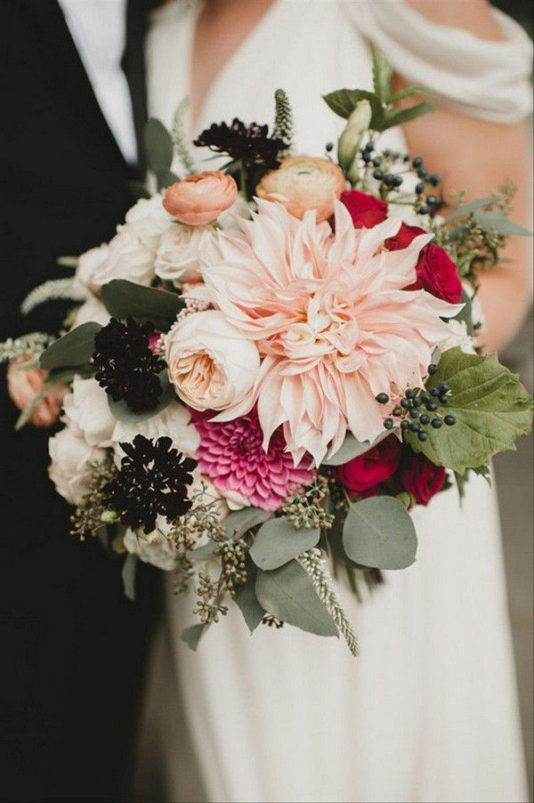 https://cdn0.weddingwire.com/img_g/editorial-images-2019/6-june/sam/fall-wedding-bouquets/4-floressence-fall-wedding-bouquets.jpg