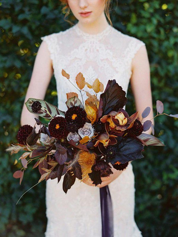 https://www.elegantweddinginvites.com/wedding-blog/wp-content/uploads/2018/07/moody-apricot-and-terra-cotta-with-forest-green-and-maroon-wedding-bouquets-768x1020.jpg