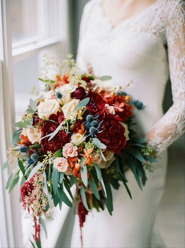 https://cdn0.weddingwire.com/img_g/editorial-images-2018/8-august/sam/fall-wedding-bouquets/melissa-timm-designs-2.jpg
