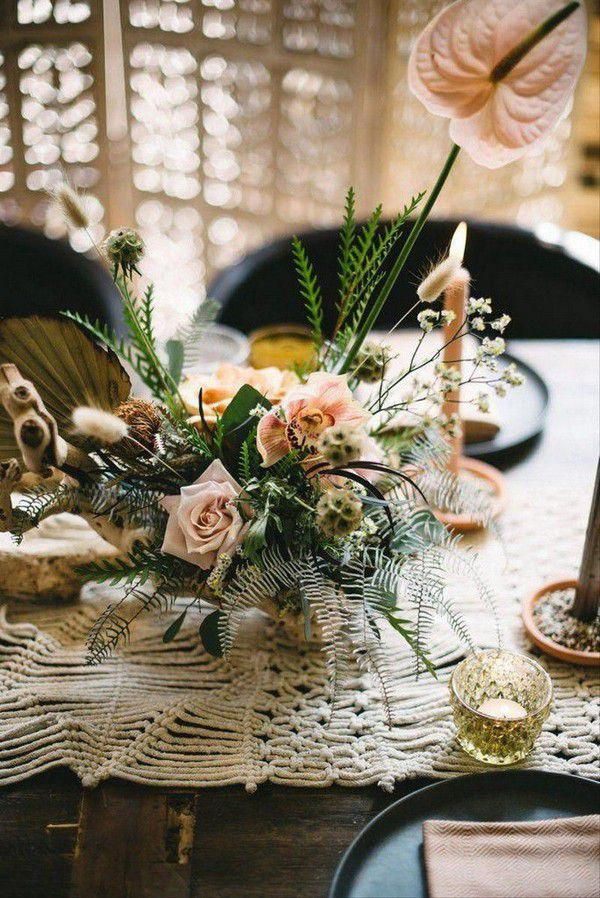 https://cdn0.weddingwire.com/articles/images/1/8/5/2/img_12581/19-bloominous-bohemian-wedding-theme.jpg