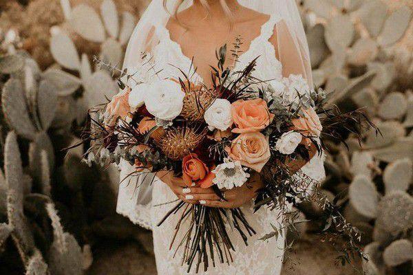 https://cdn0.weddingwire.com/img_g/editorial-images-2018/8-august/sam/fall-wedding-bouquets/willow-wine-7.jpg