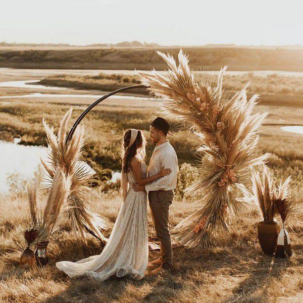 https://www.elegantweddinginvites.com/wedding-blog/wp-content/uploads/2020/03/fall-wedding-decor-arch-ideas-with-bohemian-pampas-grass.jpg