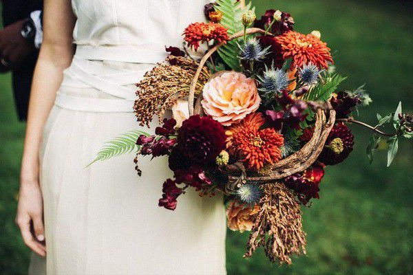 https://cdn0.weddingwire.com/img_g/editorial-images-2018/8-august/sam/fall-wedding-bouquets/tobey-nelson-events-and-design-1.jpg