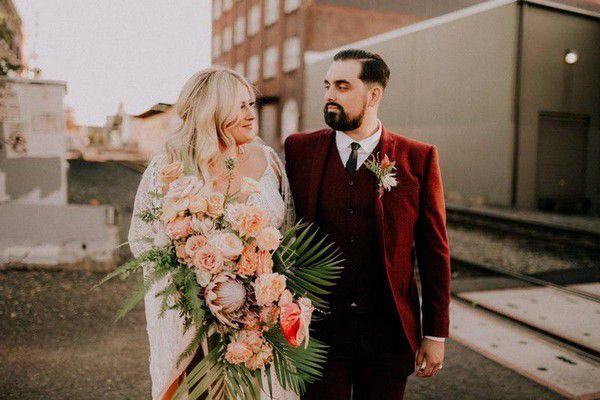 https://cdn0.weddingwire.com/articles/images/7/2/4/6/img_16427/sea-of-roses.jpg