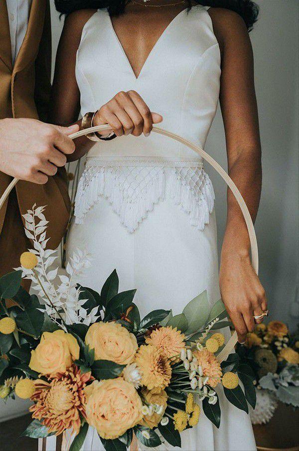 https://cdn0.weddingwire.com/articles/images/7/9/7/7/img_7797/flaura-botanica-the-tinsley-co-fall-wedding-bouquets.jpeg