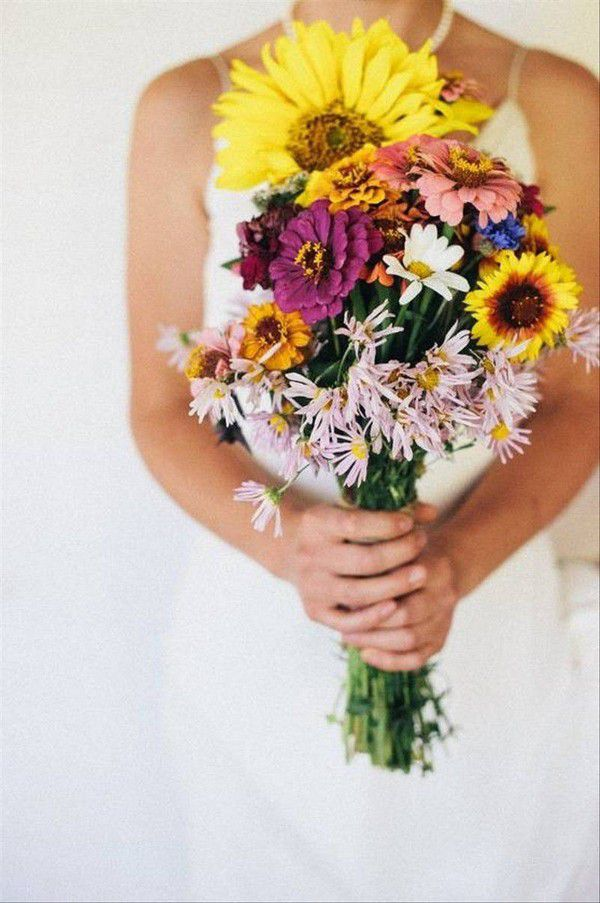 https://cdn0.weddingwire.com/articles/images/5/2/8/7/img_7825/9-yellow-feather-photography-fall-wedding-bouquets.jpg