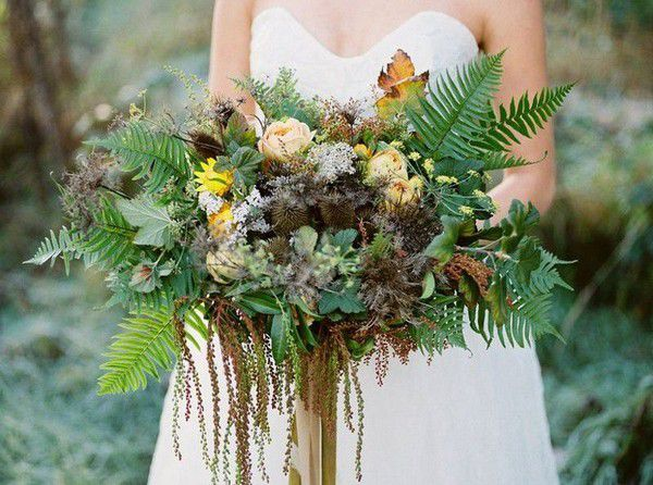 https://cdn0.weddingwire.com/img_g/editorial-images-2018/8-august/sam/fall-wedding-bouquets/forest-and-field-creative.jpg
