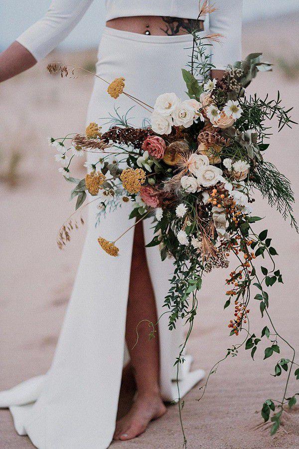 https://cdn0.weddingwire.com/articles/images/1/0/8/7/img_7801/1-josh-hartman-photography-fall-wedding-bouquets.jpg