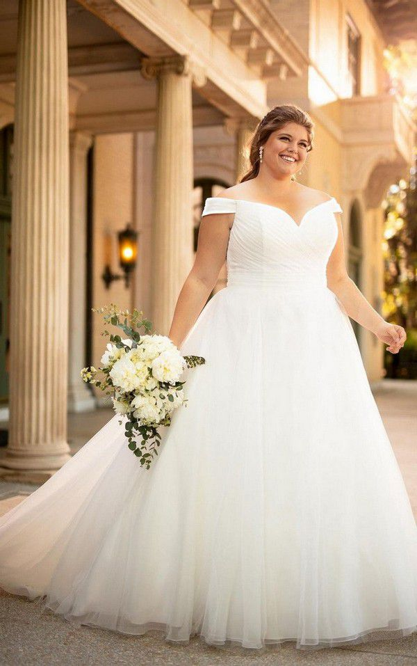 https://cdn0.hitched.co.uk/articles/images/7/2/1/2/img_72127/plus-size-wedding-dresses-stella-york.jpg
