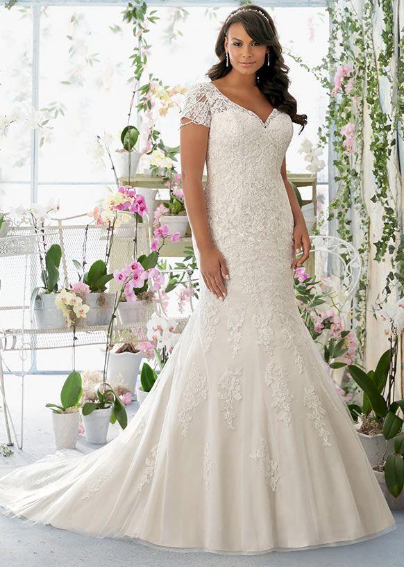 https://plussizewomenfashion.com/wp-content/uploads/2017/12/12.-Special-wedding-dresses-for-plus-size-women-2018.jpg