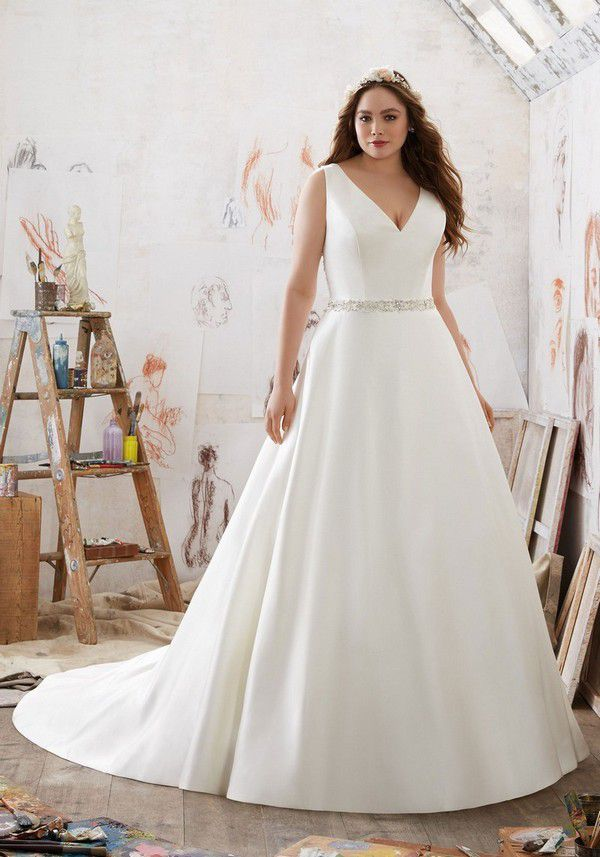 https://plussizewomenfashion.com/wp-content/uploads/2017/12/22.-Plus-size-wedding-dresses-with-sleeves.jpg