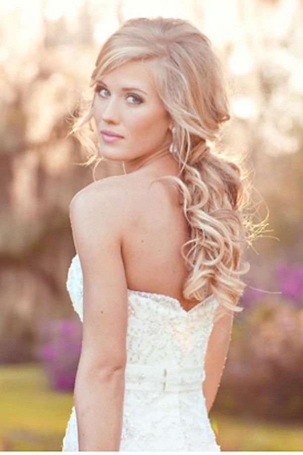 https://www.prettydesigns.com/wp-content/uploads/2014/09/Half-Up-Half-Down-Wedding-Hairstyle-With-Natural-Curl.jpg