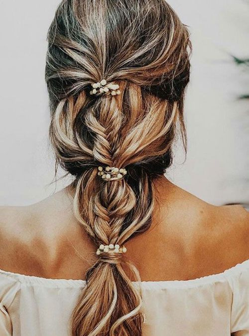https://www.toptrendsguide.com/wp-content/uploads/2020/04/Bridesmaid-Hairstyles-For-Long-Hair.jpg