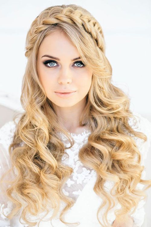 https://www.toptrendsguide.com/wp-content/uploads/2020/04/Headband-Braid-and-Curly-Hair.jpg