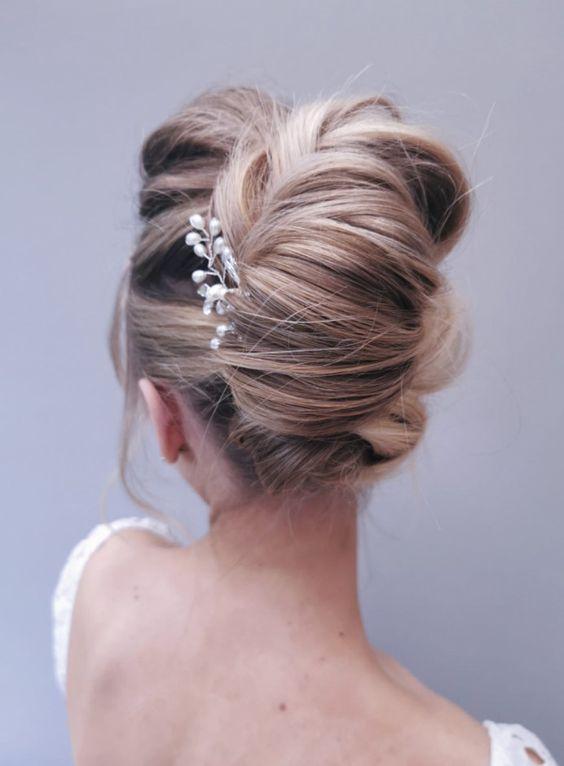 https://www.weddingery.com/wp-content/uploads/2020/12/Wedding-Hairstyle-Trends-for-2021-httpsweddingery.com_-3.jpg