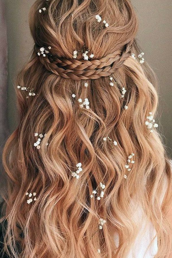 http://www.loveinconfetti.com/wp-content/uploads/2020/08/romantic-wedding-hairstyle-with-babys-breath.jpg