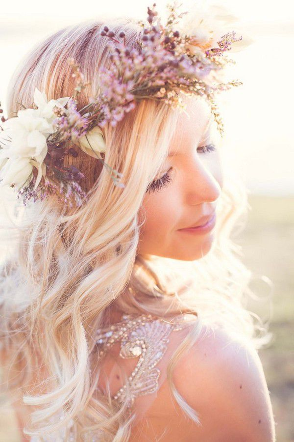 https://www.prettydesigns.com/wp-content/uploads/2015/09/15-hairstyles-with-flower-crowns-for-wedding7.jpg