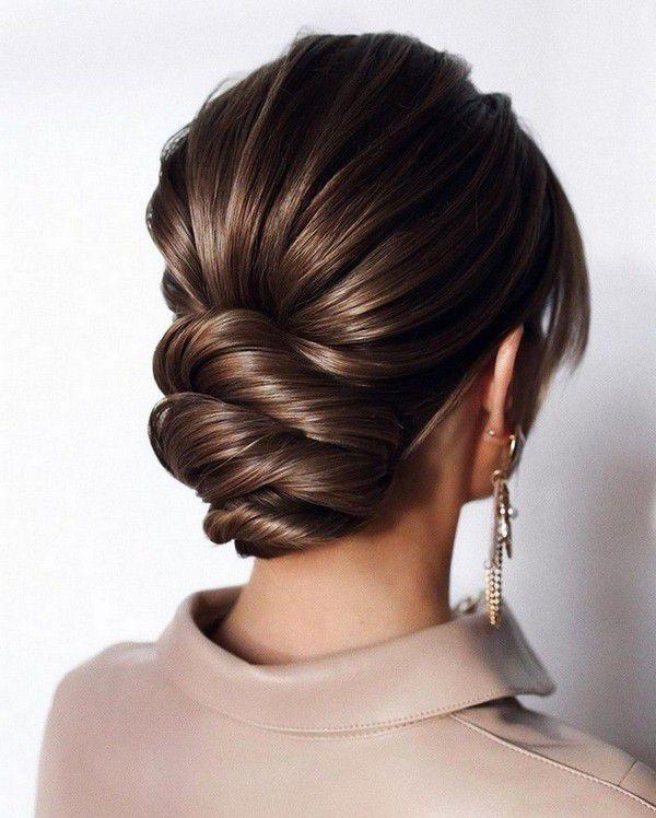 http://www.loveinconfetti.com/wp-content/uploads/2020/07/updo-bridal-hairstyle-for-medium-hair.jpg
