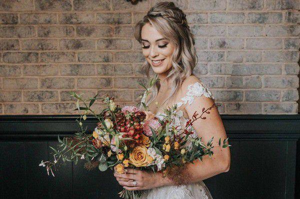 https://cdn0.weddingwire.com/articles/images/5/2/5/6/img_16525/21-meg-delacruz-beach-wedding-hair.jpg