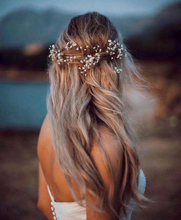http://www.loveinconfetti.com/wp-content/uploads/2020/08/romantic-half-up-half-down-wedding-hairstyle-with-babys-breath.jpg