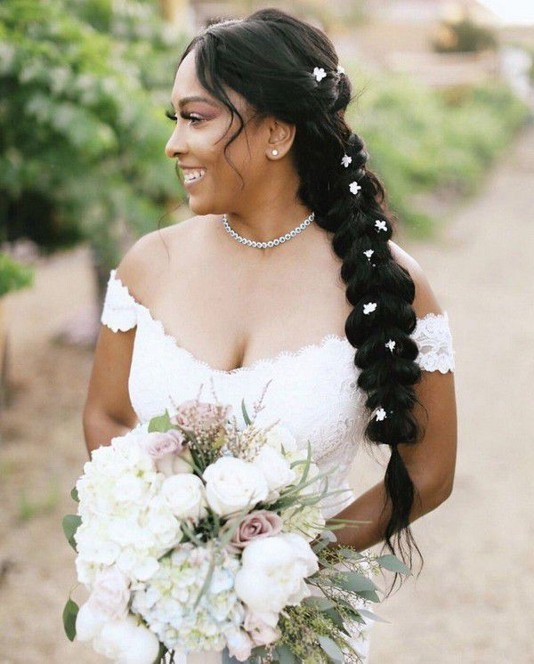 https://cdn0.weddingwire.com/articles/images/9/8/4/6/img_16489/4-verde-olivo-floral-botanical-beach-wedding-hair.jpg