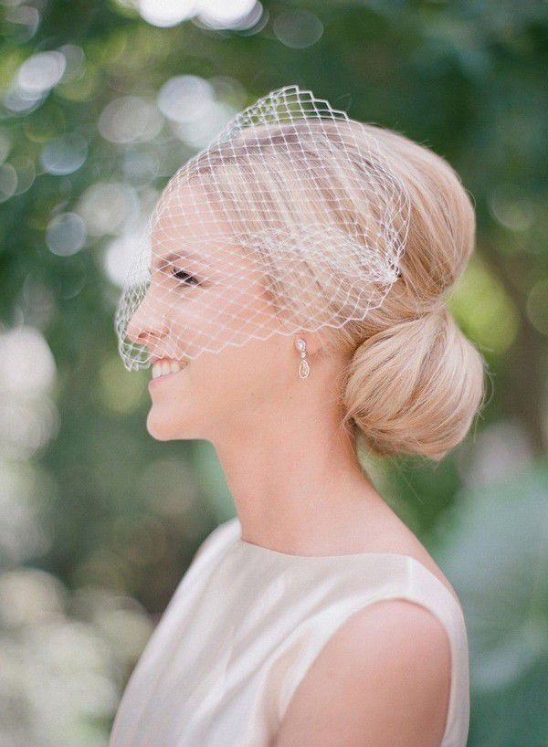https://cdn0.weddingwire.com/articles/images/3/2/2/7/img_7223/audra-wrisley-photography-wedding-hairstyles-with-veils.jpg