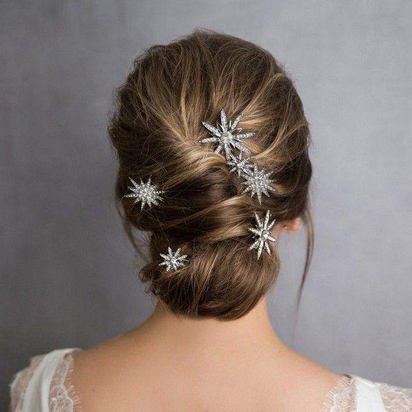 https://www.officialroyalwedding2011.org/wp-content/uploads/2019/06/Bridal-hairpins-1024x1024.jpg