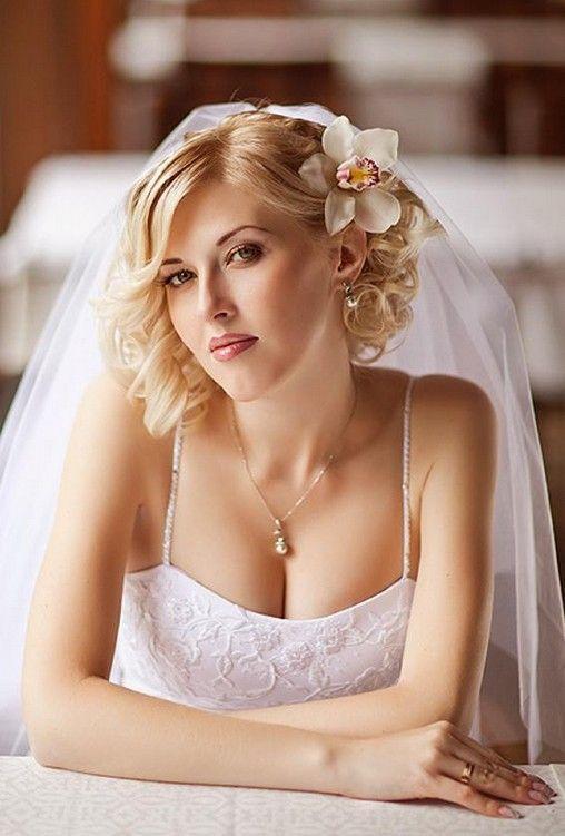 https://www.weddingery.com/wp-content/uploads/2020/12/Wedding-Hairstyle-Trends-for-20218212-Part-1-httpsweddingery.com_.jpg