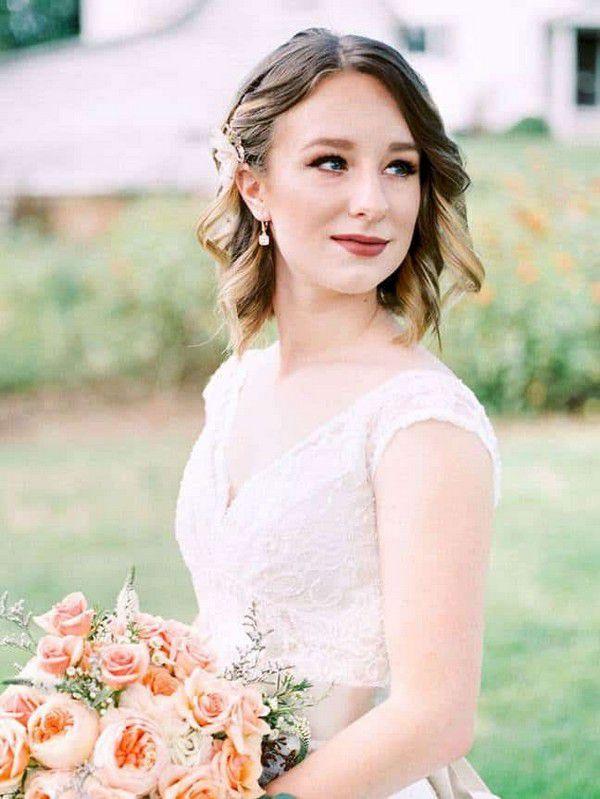 https://hairstylecamp.com/wp-content/uploads/short-bridesmaid-hairstyles-1.jpg