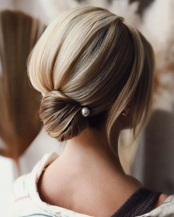 http://www.loveinconfetti.com/wp-content/uploads/2020/07/updo-bridal-hairstyle-for-short-hair-with-pearl-hair-pins.jpg