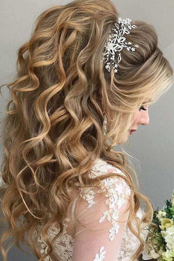 https://www.weddingery.com/wp-content/uploads/2020/12/Wedding-Hairstyle-Trends-for-2021-httpsweddingery.com_-2.jpg