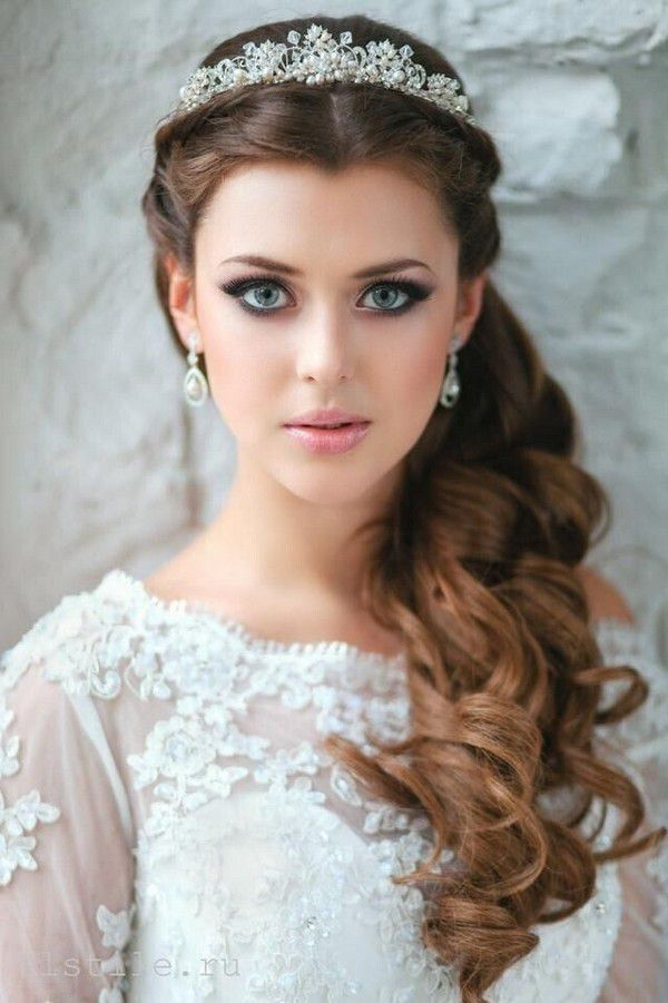 https://www.prettydesigns.com/wp-content/uploads/2015/11/Wedding-Hairstyle-with-Accessory.jpg