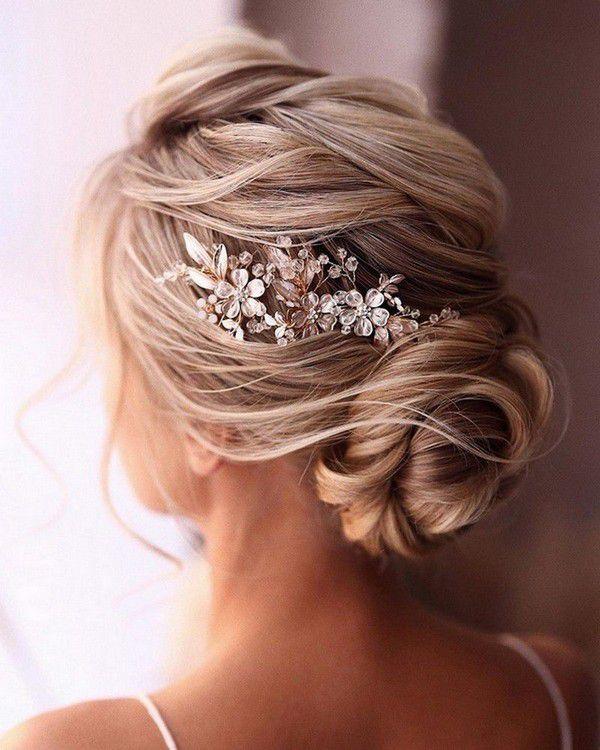 http://www.loveinconfetti.com/wp-content/uploads/2020/07/updo-wedding-hairstyle-with-headpiece.jpg
