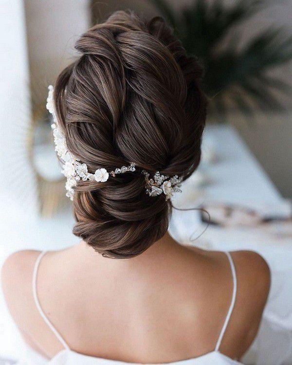 http://www.loveinconfetti.com/wp-content/uploads/2020/07/updo-wedding-hairstyle-ideas-with-headpiece.jpg