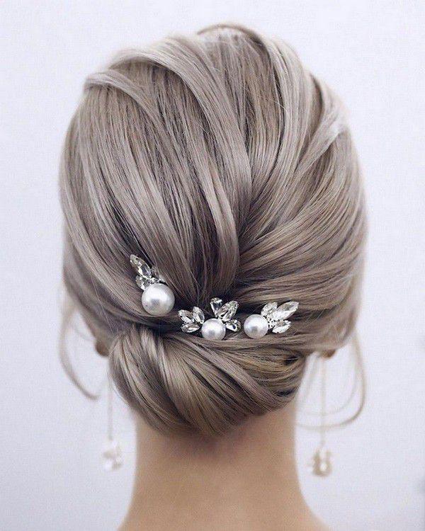 http://www.loveinconfetti.com/wp-content/uploads/2020/07/simple-elegant-updo-wedding-hairstyle-with-headpiece.jpg