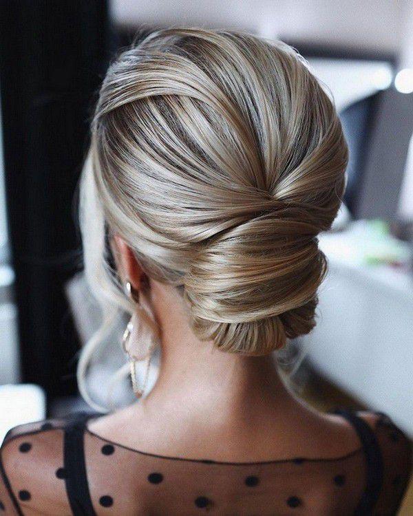 http://www.loveinconfetti.com/wp-content/uploads/2020/07/smooth-texture-updo-elegant-bridal-hairstyle.jpg