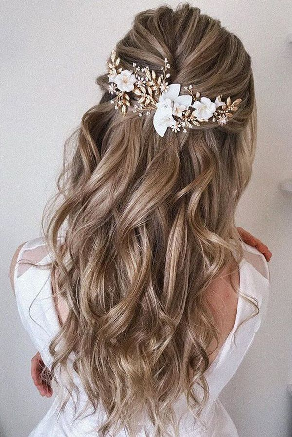 http://www.loveinconfetti.com/wp-content/uploads/2020/08/half-up-half-down-bridal-hairstyle-with-headpieces.jpg