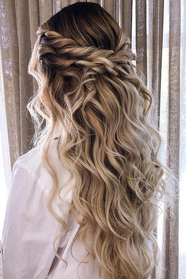 http://www.loveinconfetti.com/wp-content/uploads/2020/08/boho-half-up-half-down-wedding-hairstyle.jpg